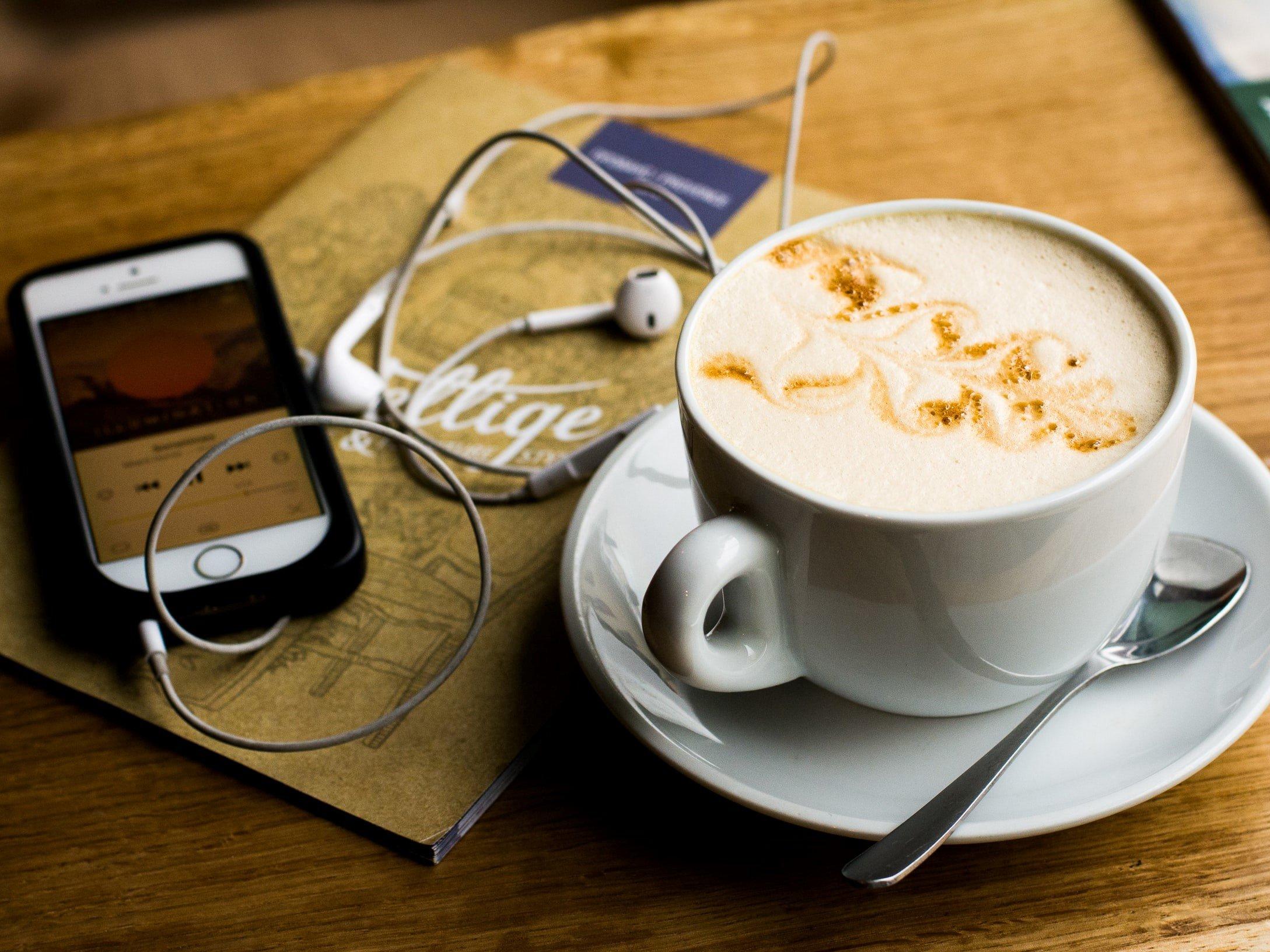 Des podcasts pour entretenir l'envie de voyager (c) Juja Han [Unsplash]